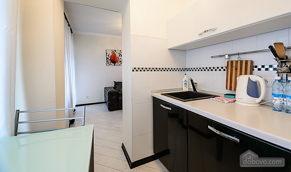 Luxury one-bedroom king-size bed apartment with bath and shower, One Bedroom (91847), 010
