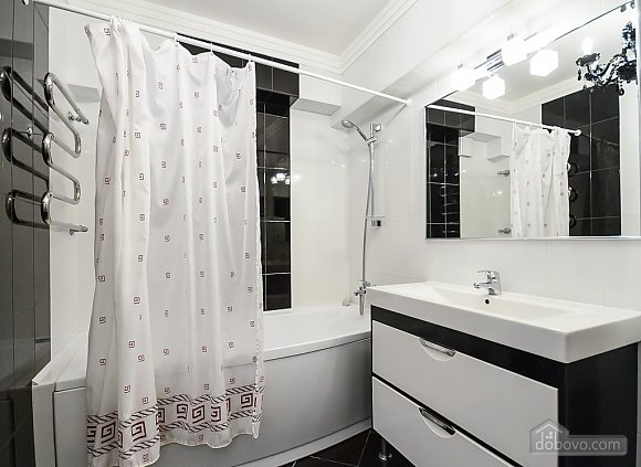 Luxury one-bedroom king-size bed apartment with bath and shower, One Bedroom (91847), 011