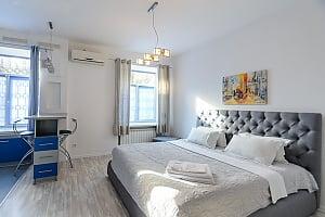 """Розташовані на першому поверсі апартаменти-студіо з двоспальним ліжком розміру """"king-size"""", 1-кімнатна, 002"""