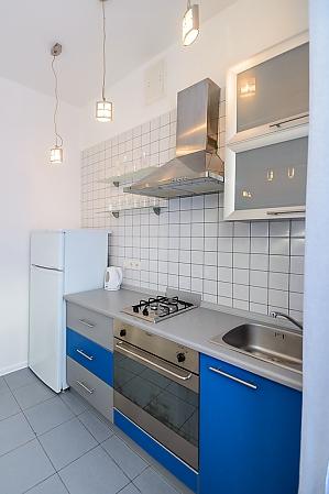 """Розташовані на першому поверсі апартаменти-студіо з двоспальним ліжком розміру """"king-size"""", 1-кімнатна, 015"""