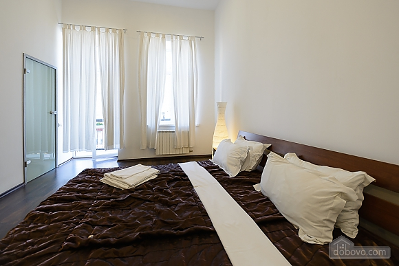 Street view one-bedroom jaсuzzi apartment with balcony and kitchen, One Bedroom (91913), 003