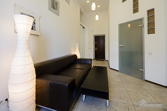 Street view one-bedroom jaсuzzi apartment with balcony and kitchen, One Bedroom (91913), 004