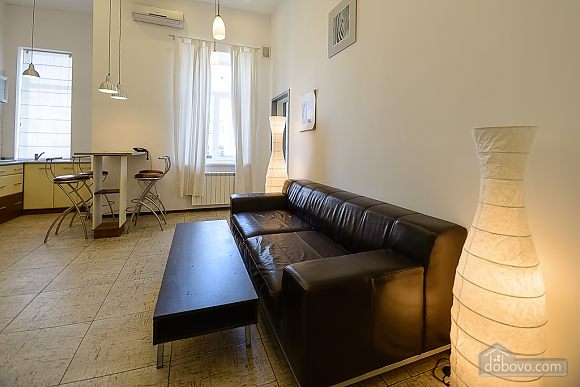 Street view one-bedroom jaсuzzi apartment with balcony and kitchen, One Bedroom (91913), 007