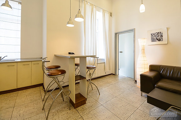 Street view one-bedroom jaсuzzi apartment with balcony and kitchen, One Bedroom (91913), 010