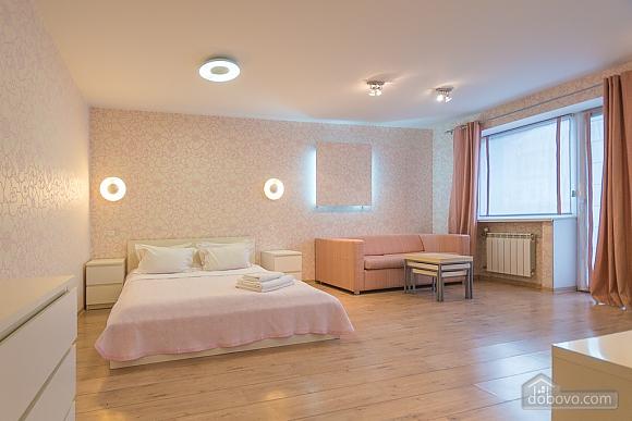 Pink spacious studio apartment with jacuzzi and balcony, Studio (91979), 001