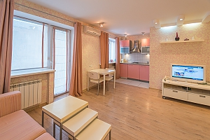 Pink spacious studio apartment with jacuzzi and balcony, Monolocale, 004