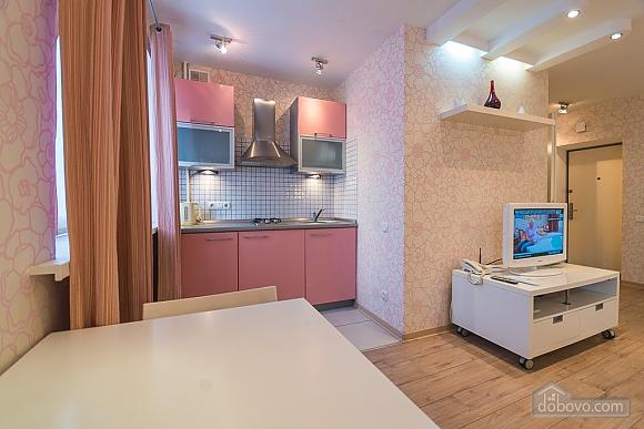Pink spacious studio apartment with jacuzzi and balcony, Studio (91979), 008