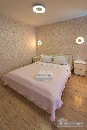 Pink spacious studio apartment with jacuzzi and balcony, Studio (91979), 009