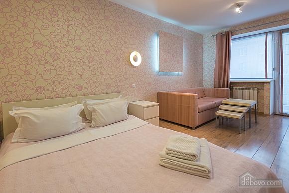 Pink spacious studio apartment with jacuzzi and balcony, Studio (91979), 011