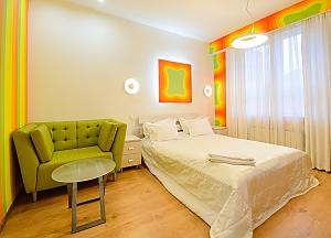 Двомісний номер Жовтий з одним ліжком та гідромасажною ванною на верхньому поверсі, 1-кімнатна, 002