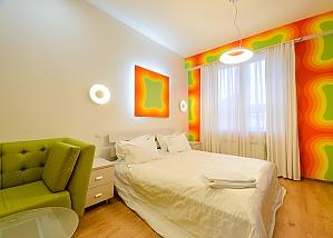 Двомісний номер Жовтий з одним ліжком та гідромасажною ванною на верхньому поверсі, 1-кімнатна, 003