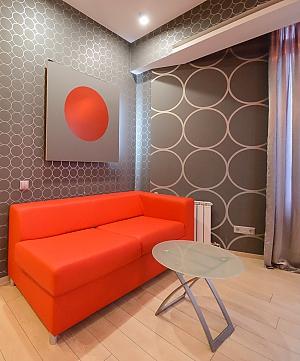 Двомісний номер Сірий з одним ліжком та гідромасажною ванною, верхній поверх, 1-кімнатна, 004