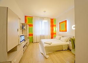 Двомісний номер Помаранчевий з одним ліжком та гідромасажною ванною, верхній поверх, 1-кімнатна, 003