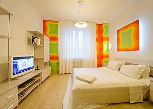Двомісний номер Помаранчевий з одним ліжком та гідромасажною ванною, верхній поверх, 1-кімнатна, 004