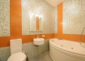 Двомісний номер Помаранчевий з одним ліжком та гідромасажною ванною, верхній поверх, 1-кімнатна, 010