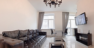 Studio apartment on Maidan Nezalezhnosti square with jacuzzi and balcony, Monolocale, 011