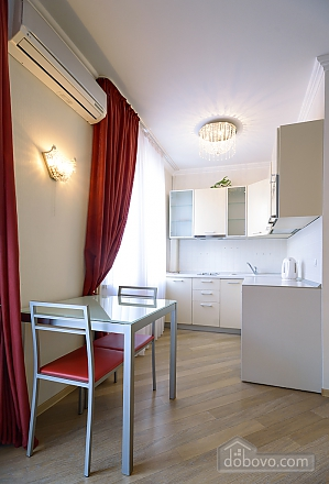 Superior one-bedroom jacuzzi apartment with kitchen and balcony , Un chambre (92177), 006