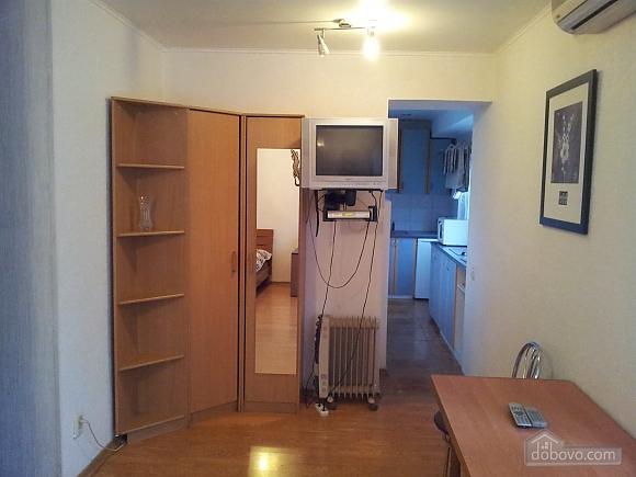 3 Lessi Ukrainki, Studio (47211), 005