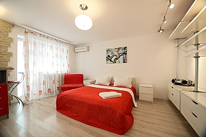 Red and White studio apartment with balcony and kitchenette, Studio, 002