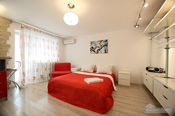 Red and White studio apartment with balcony and kitchenette, Monolocale (92309), 002