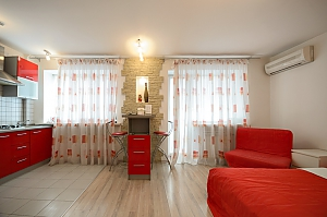 Red and White studio apartment with balcony and kitchenette, Studio, 003