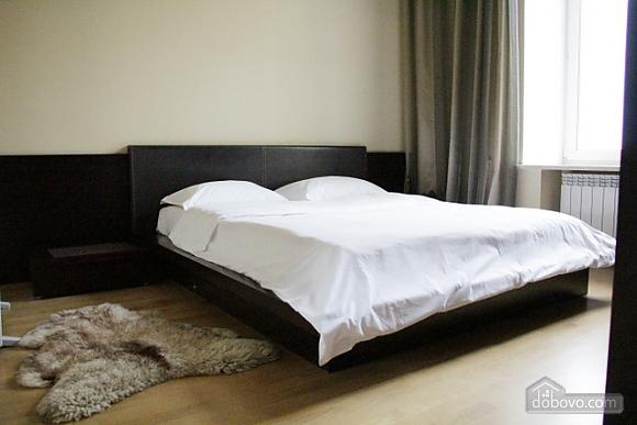 Гарна квартира у самому центрі міста, 2-кімнатна (47606), 004
