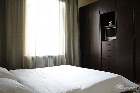 Гарна квартира у самому центрі міста, 2-кімнатна (47606), 005