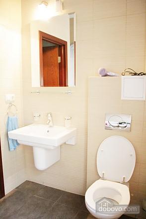 Гарна квартира у самому центрі міста, 2-кімнатна (47606), 008