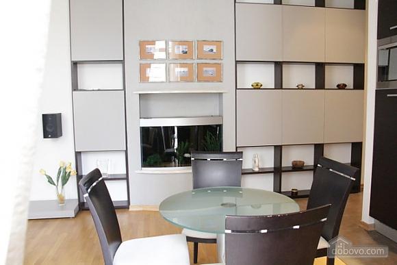 Гарна квартира у самому центрі міста, 2-кімнатна (47606), 012