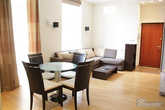 Гарна квартира у самому центрі міста, 2-кімнатна (47606), 013