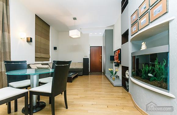Гарна квартира у самому центрі міста, 2-кімнатна (47606), 003