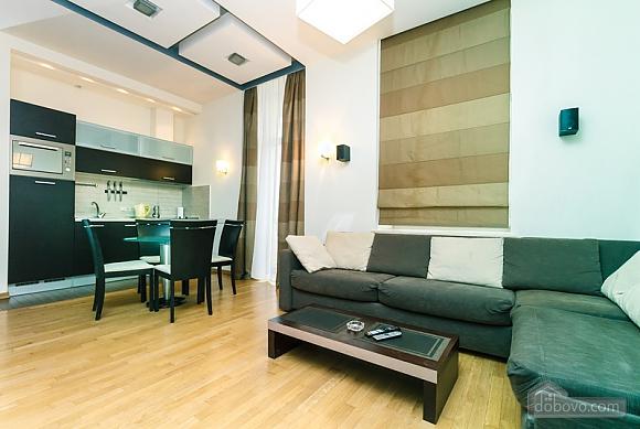 Гарна квартира у самому центрі міста, 2-кімнатна (47606), 016