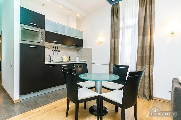 Гарна квартира у самому центрі міста, 2-кімнатна (47606), 018