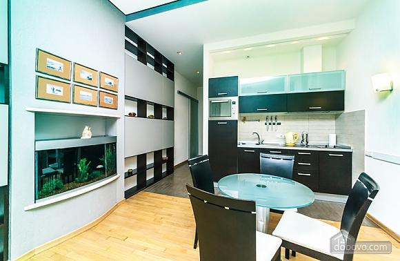 Гарна квартира у самому центрі міста, 2-кімнатна (47606), 002