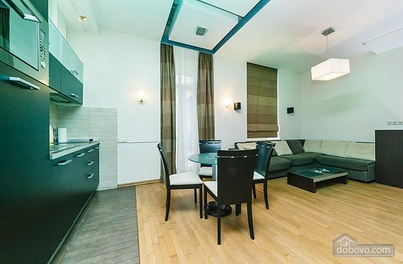 Гарна квартира у самому центрі міста, 2-кімнатна (47606), 019