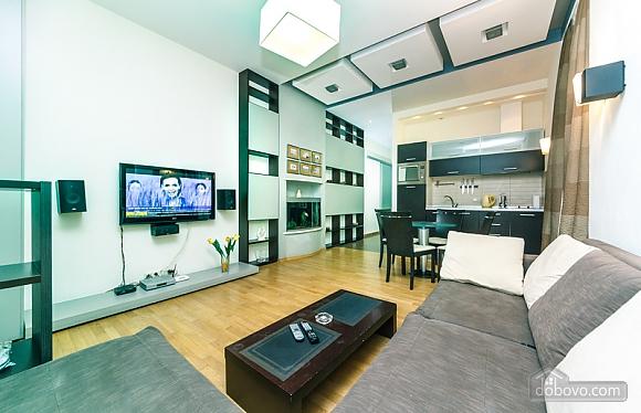 Гарна квартира у самому центрі міста, 2-кімнатна (47606), 001