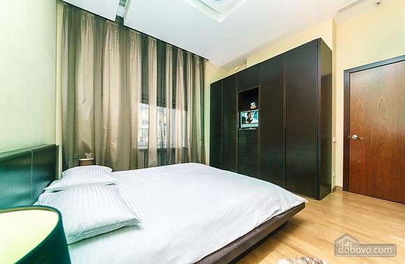 Гарна квартира у самому центрі міста, 2-кімнатна (47606), 021