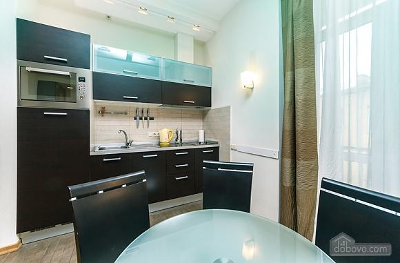 Гарна квартира у самому центрі міста, 2-кімнатна (47606), 022