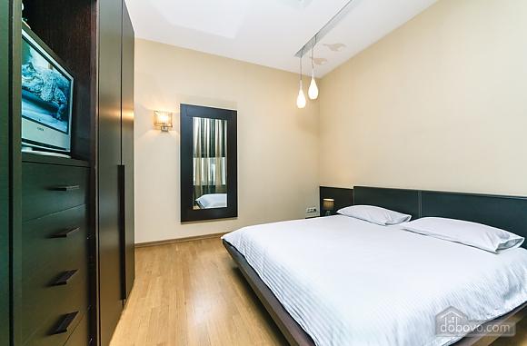 Гарна квартира у самому центрі міста, 2-кімнатна (47606), 024