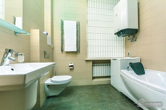 Гарна квартира у самому центрі міста, 2-кімнатна (47606), 025