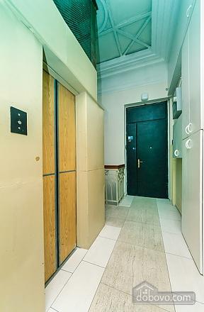 Гарна квартира у самому центрі міста, 2-кімнатна (47606), 028