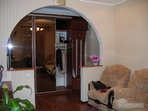 43 Soborna, One Bedroom (70122), 003