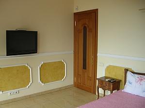 38 Soborna, One Bedroom, 001