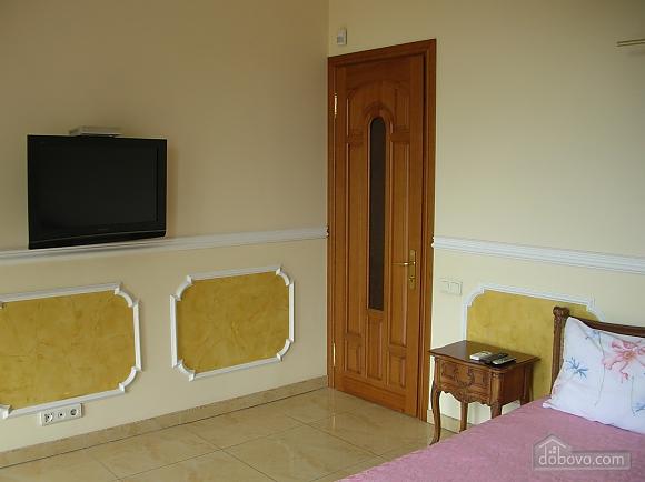 38 Soborna, One Bedroom (70188), 001
