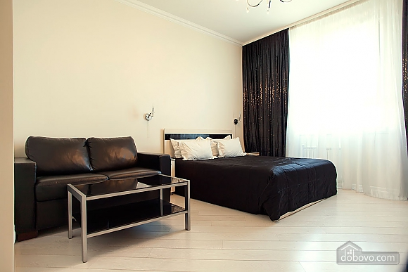 Stylish Black & White double room with with king-size bed, Studio (93495), 001