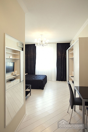 Stylish Black & White double room with with king-size bed, Studio (93495), 002