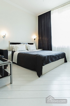Stylish Black & White double room with with king-size bed, Studio (93495), 008