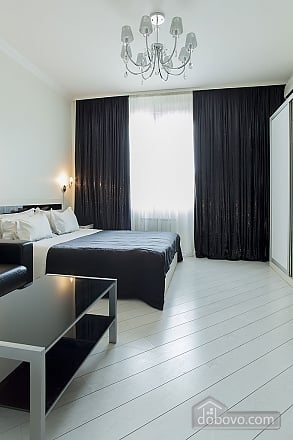 Stylish Black & White double room with with king-size bed, Studio (93495), 010