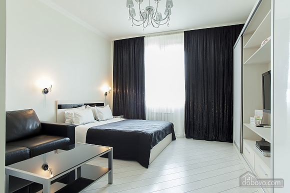 Stylish Black & White double room with with king-size bed, Studio (93495), 011