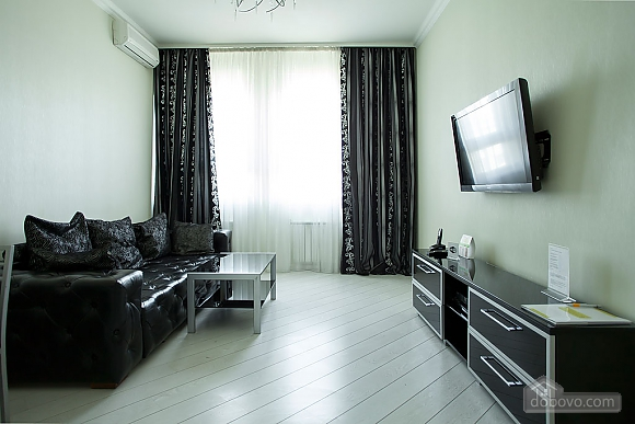Stylish Black & White one-bedroom apartment with king-size bed, Una Camera (26013), 001